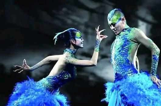 《【杏鑫娱乐注册官网】杨林萍春晚服装引热议,舞蹈很惊艳,春晚服装竟是被画上去的?》
