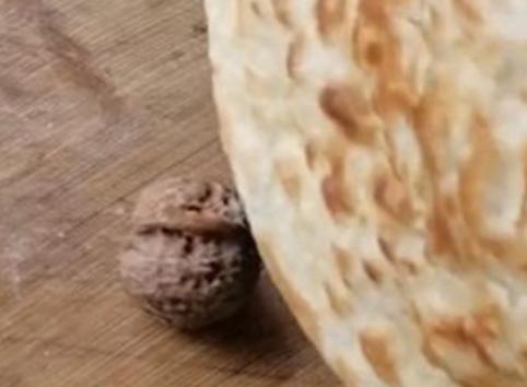 妈妈烙的饼是金刚石吧