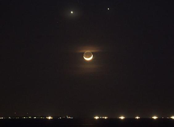 金星合月.png