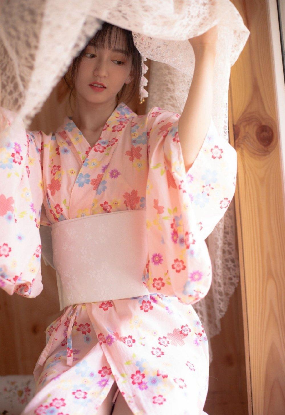 和服美女白皙肌肤苗条身材写真