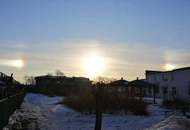 三个太阳景象.png