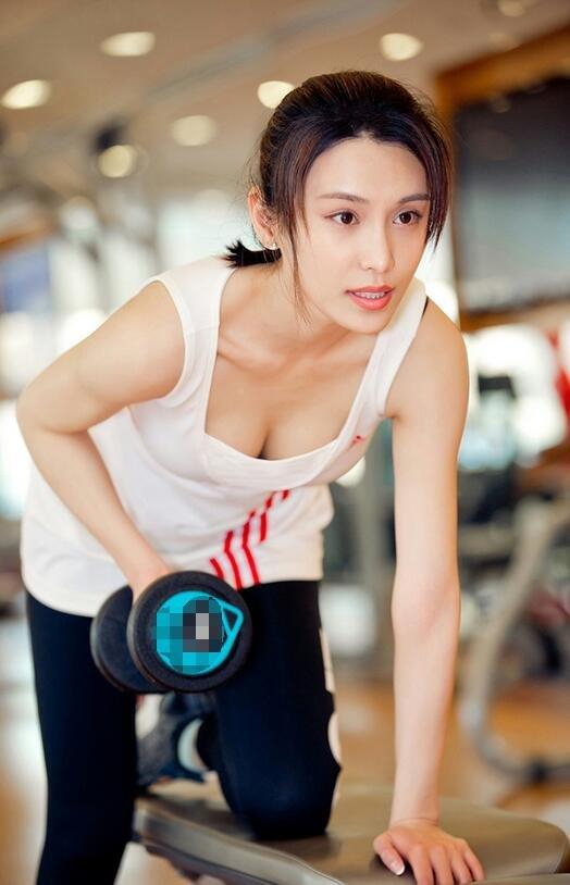 韩丹彤健身房运动中尽显曼妙身材写真