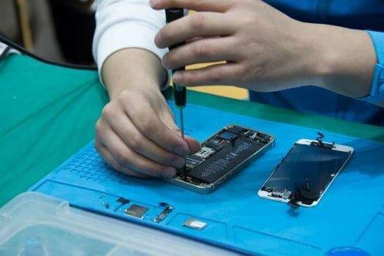 在郑州去华为店手机维修需要准备哪些东西,华为售后贵不贵?