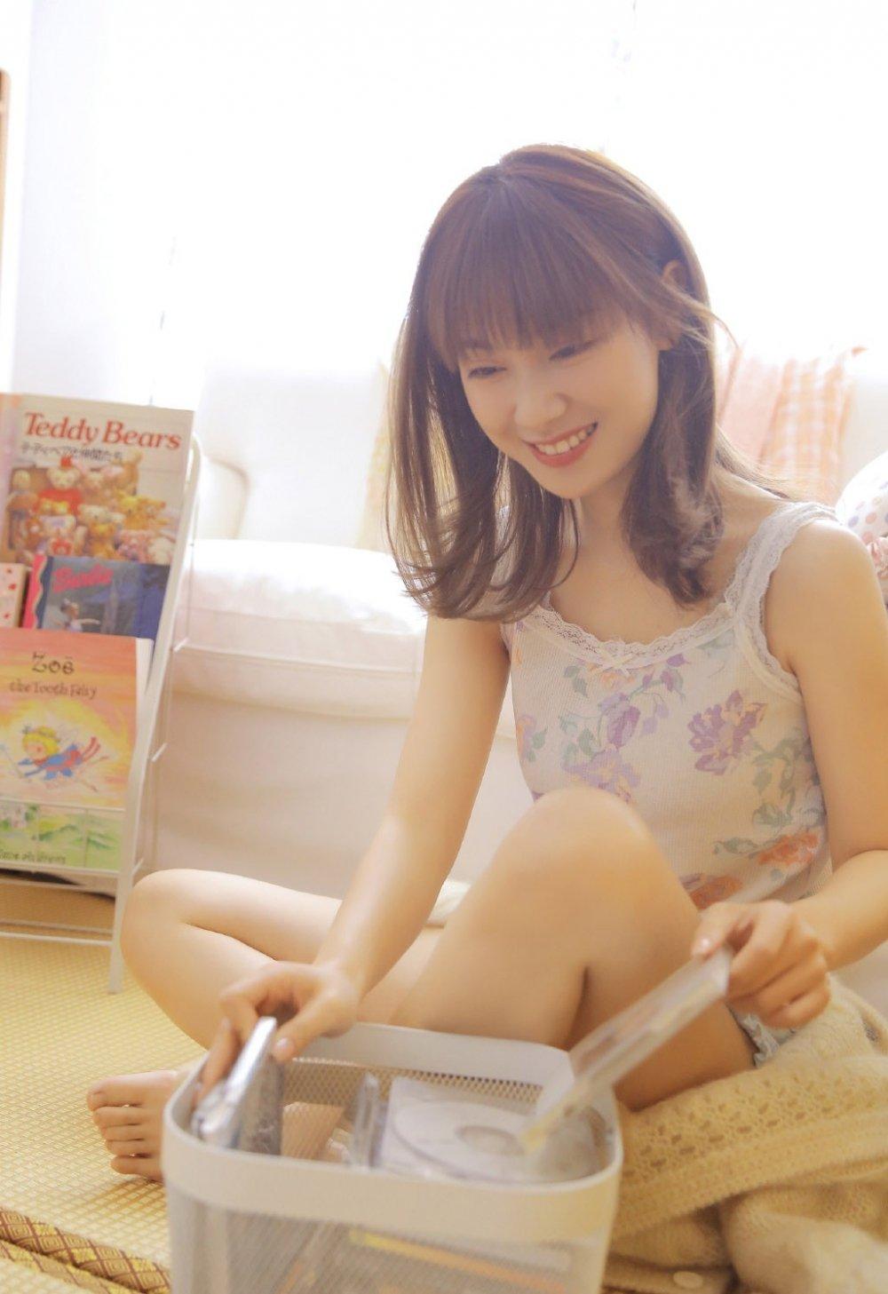 爱笑文学少女清新清凉居家写真