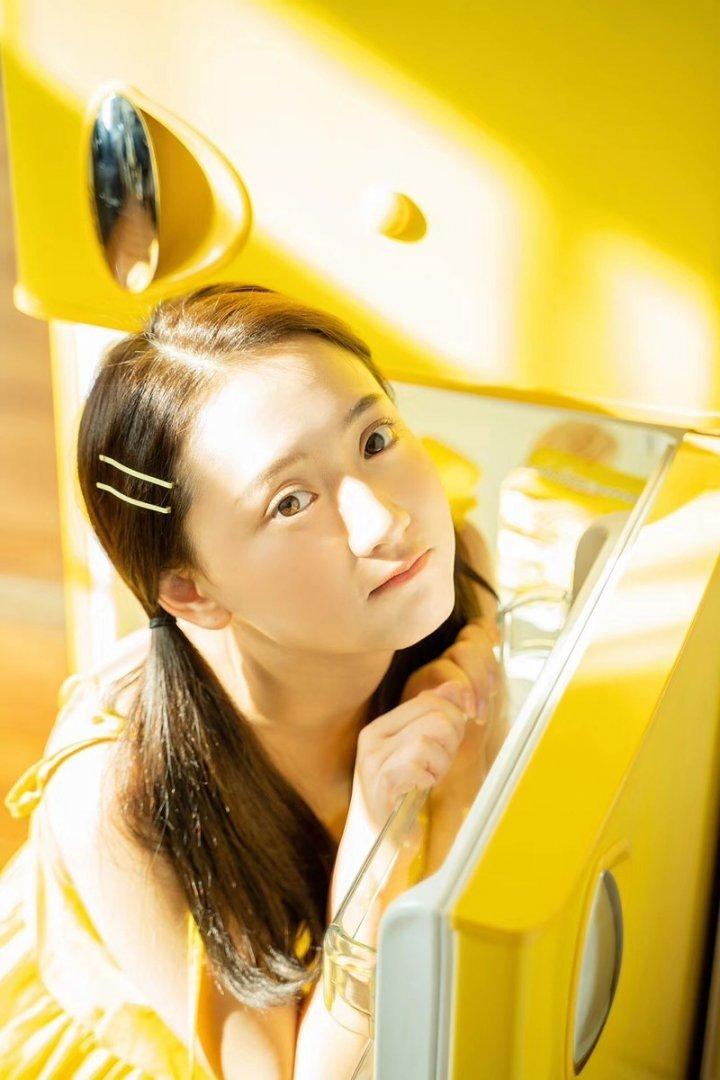 阳光的色彩清新可爱美少女私房写真