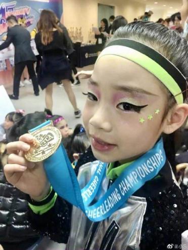 小S小女儿舞蹈比赛拿金牌,小s的女儿都好优秀啊