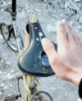 自行车还带安全防护呢