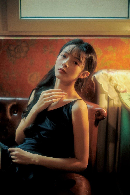 黑色睡裙知性美人复古港风艺术写真