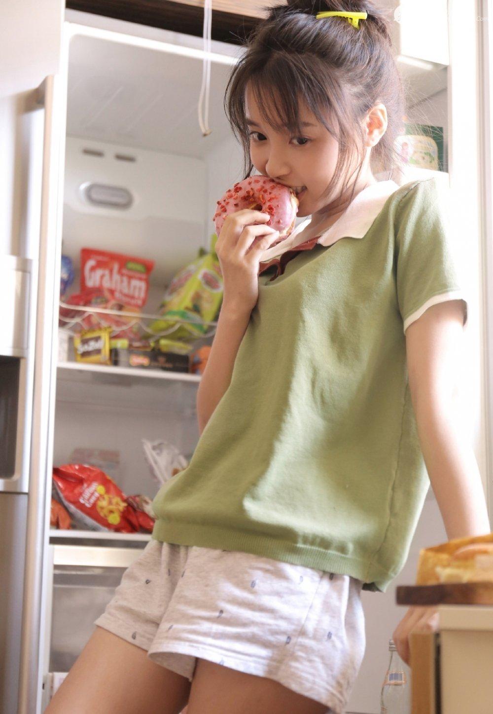 青澀迷人甜甜圈美少女居家私房寫真