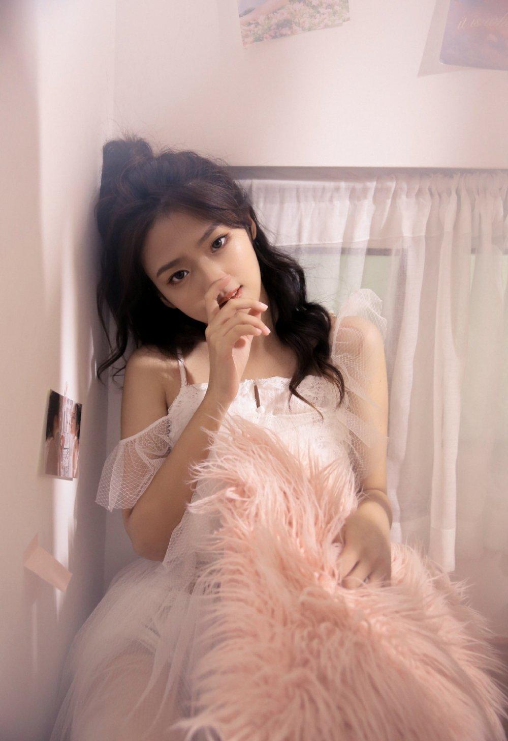 性感撩人蕾丝睡裙美女私房写真