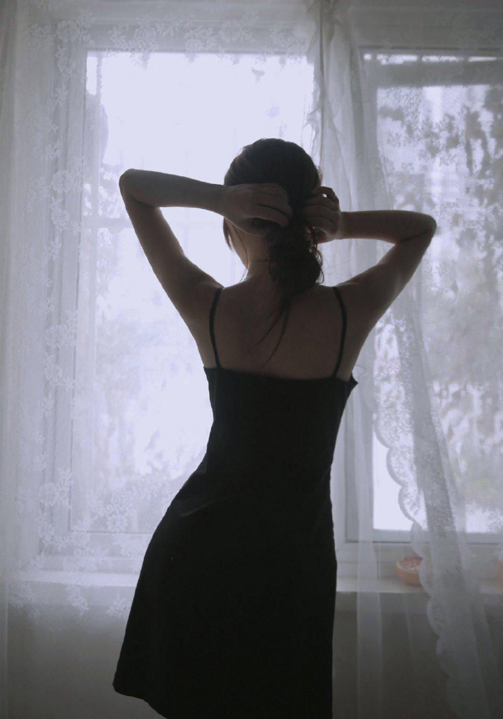 性感迷人御姐范美女闺房写真
