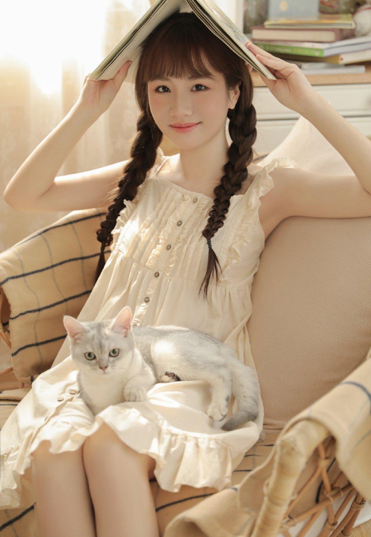 清纯可爱双麻花辫少女居家私房写真