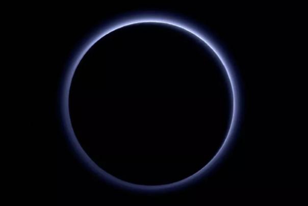 冥王星大气层从哪里获得蓝雾?冥王星大气层的蓝雾是冰晶吗?
