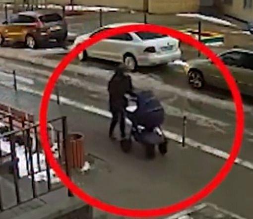 祸不单行!男子跳楼自杀砸中路边婴儿车 还未体会生命之美就悲惨离去
