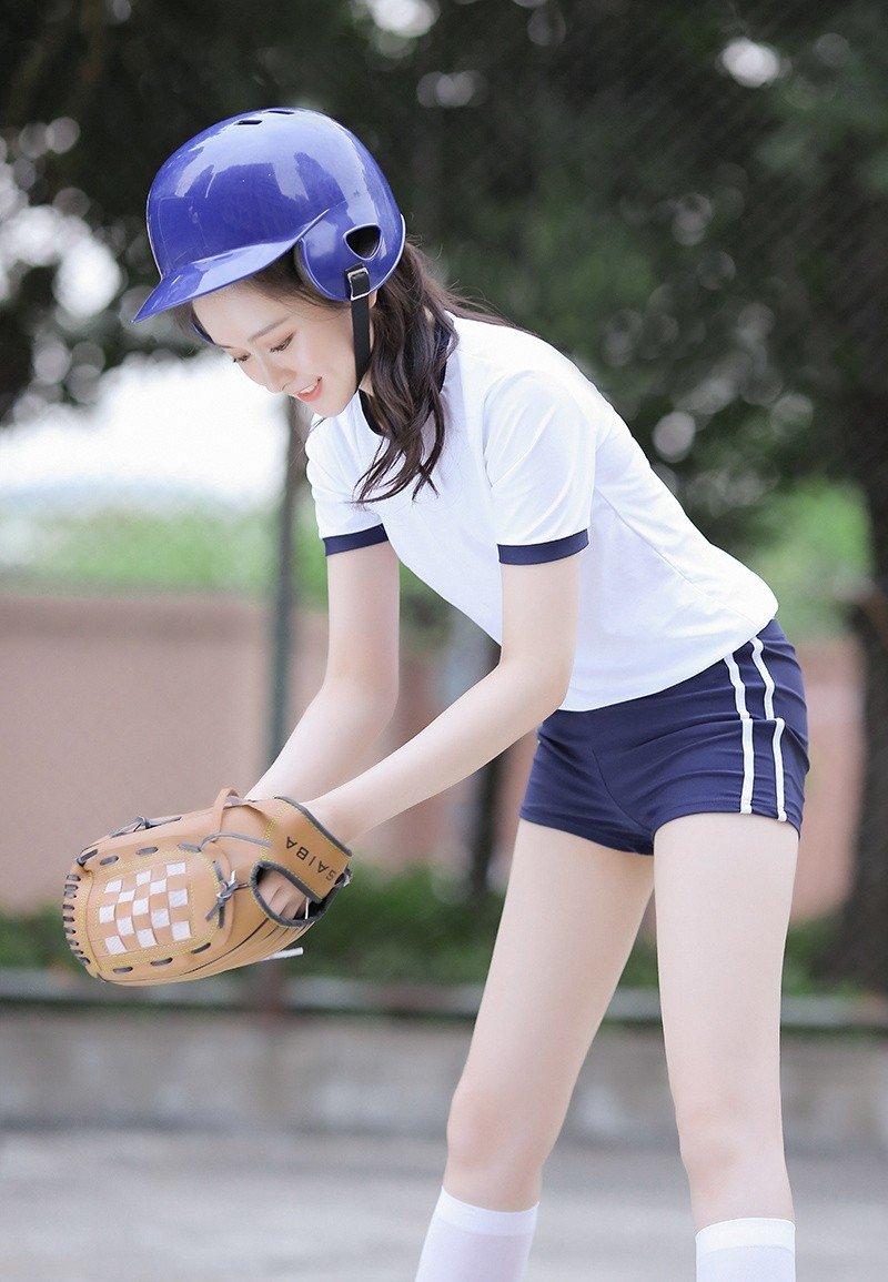 户外系清纯甜美棒球女孩修长美腿写真