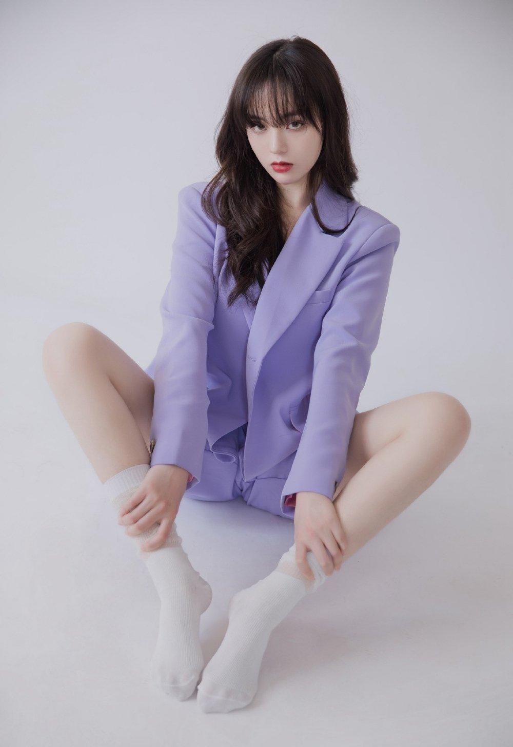 紫色西服高岭之花性感迷人写真