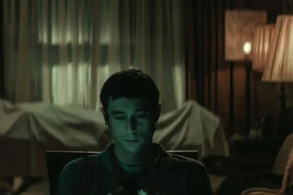 为什么说电影《守夜》是2021年的第一部恐怖电影?