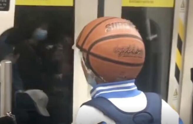 如果你爱篮球 你就会变成篮球~