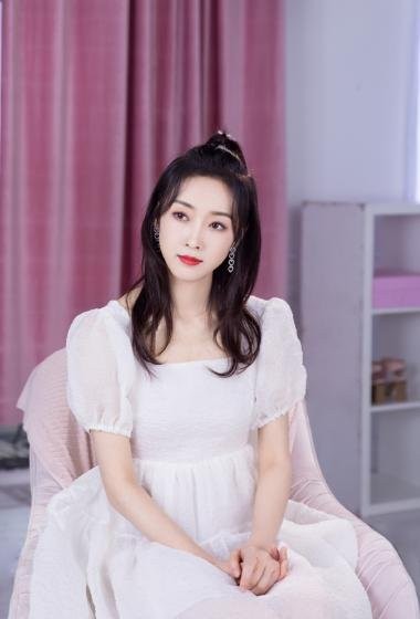 宣璐白裙甜美仙气写真图片