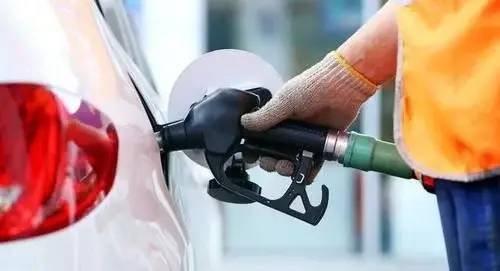 2021年油价调整,五一前要不要加满油,国内油价涨价的原因有哪些?
