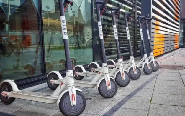 伦敦6月开始试点共享电动滑板车,电动滑板车为啥不投入中国,国内有哪些电动滑板车