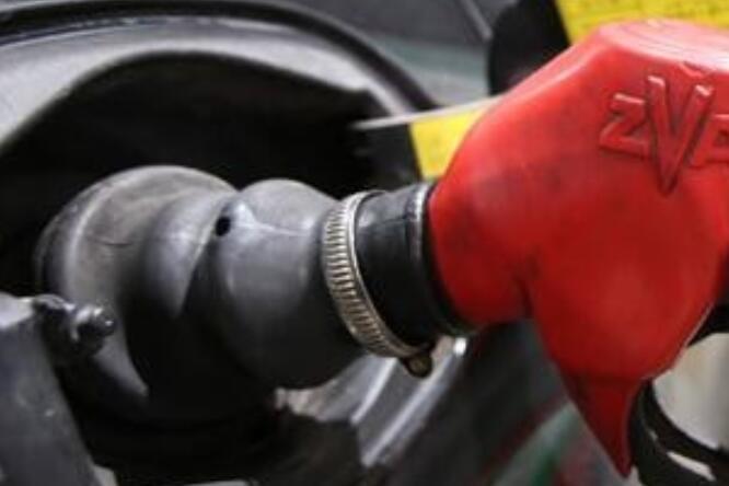 油价将第八次上调油价涨价多少,油价调整窗口时间表2021,油价上调影响哪些行业