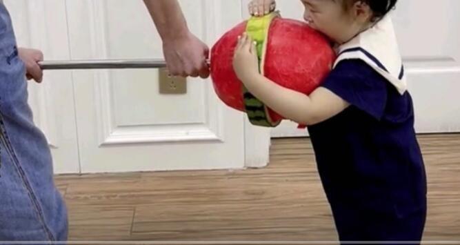 大江搞笑配音:这样的爸爸带娃方式?你觉得靠谱吗?