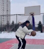 打篮球不要穿排扣裤