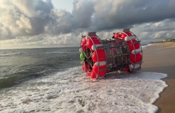 """男子试图乘坐自制""""水舱气泡""""从佛罗里达州前往纽约 但被冲上岸"""