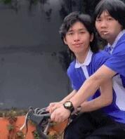 """""""浪漫""""的校园双人骑车"""