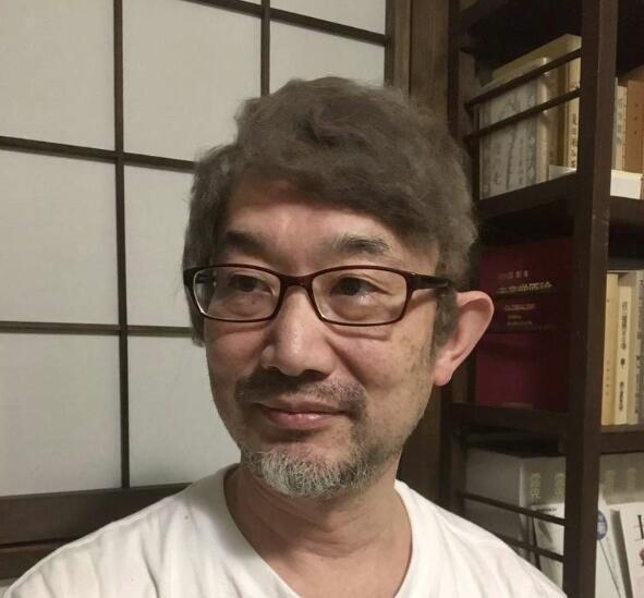 网友将猫毛做成假发 缓解了他秃顶的尴尬