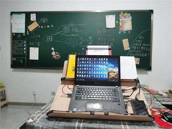 网友把家装修成了教室:黑板、尺子、粉笔一应俱全