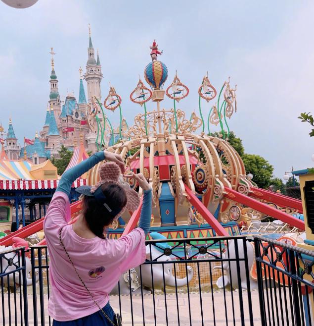 刘诗诗晒迪士尼玩照片 。.png