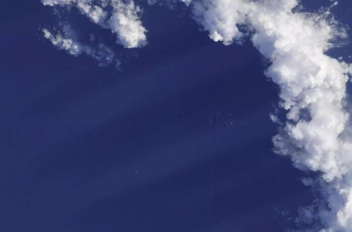 """NASA宇航员发起趣味挑战:你能从图中看到""""人造物体""""吗?"""
