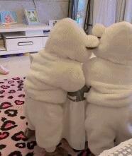 两只扭扭熊