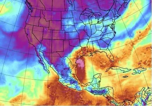 热带湿气在靠近德克萨斯州海岸时为缓慢移动的热带风暴尼古拉斯提供营养.jpg