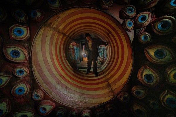 摩臣2平台陀螺新片《玉面情魔》首发剧照几位主演现身 北美定档12.17上映