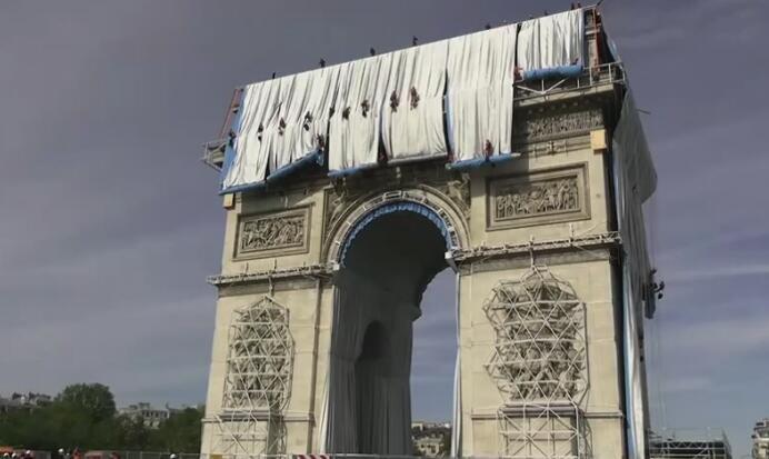 法国花1400万欧元打造艺术品看呆网友:用白布条包裹凯旋门