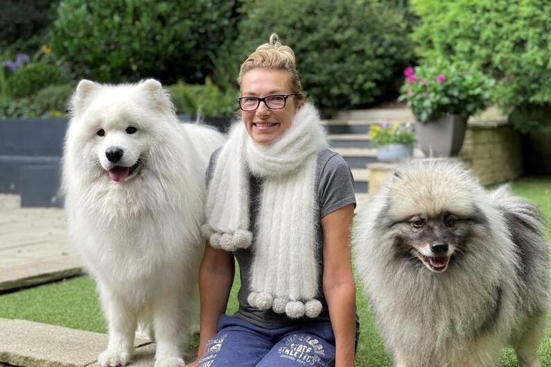 女子收集一斤重宠物狗毛发编成围巾 加工费用高达185英镑