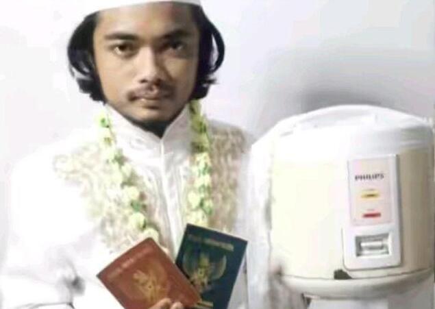 印尼小伙宣布与电饭煲结婚:她肤白听话会做饭