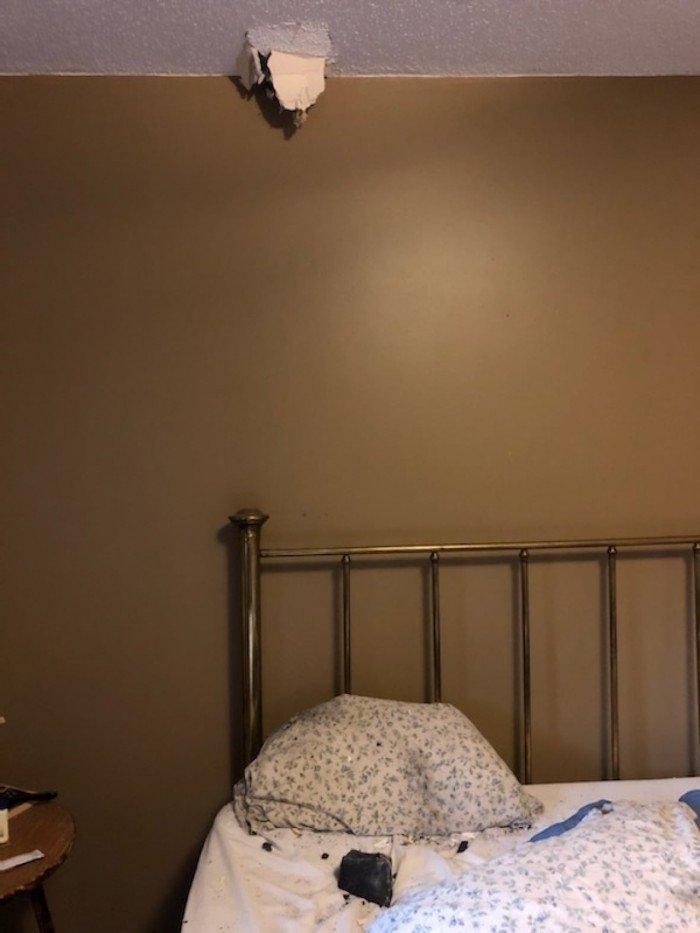 有惊无险:加拿大一位女士在睡觉时遭遇天降陨石