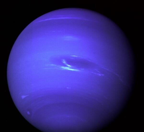 """巨型冰行星产生磁场的原因与一层""""热的""""导电冰有关吗?"""